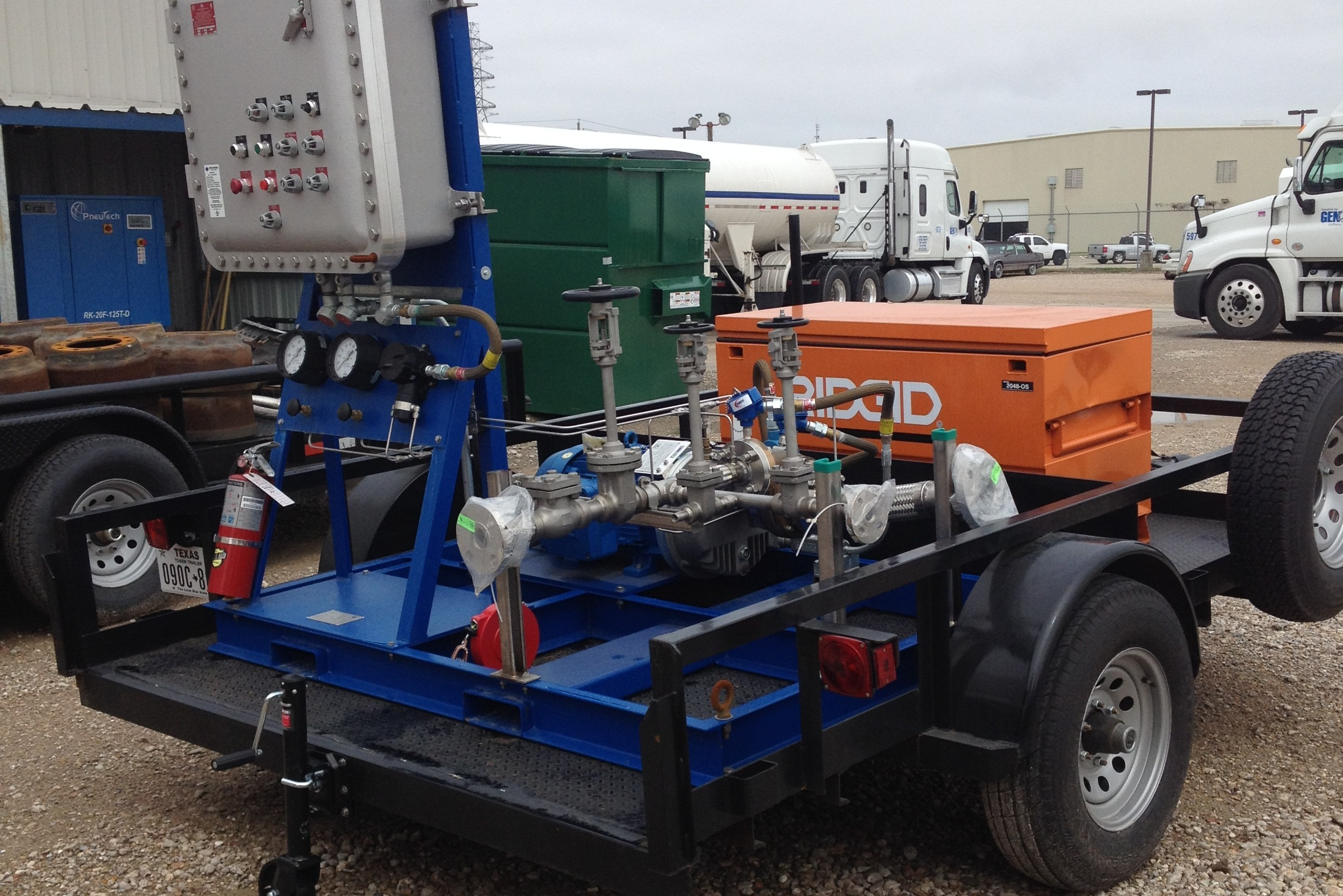 LNG pumping trailer
