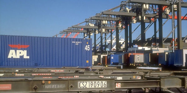 APL Container and Cranes at Global Gateway South_0_0